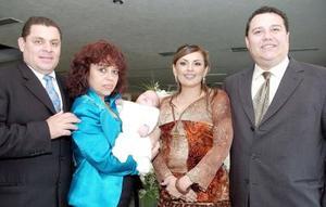Peyro Guerrero y Carmen Martínez de Guerrero, Gabriela Steling de Martínez, Francisco Martínez Lambas y el bebito Francisco Gerardo Martínez Sterling.
