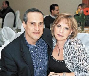 Octavio González y Marcela Humphrey.