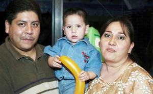 <b>24 de noviembre</b><p> Julio César Quevedo de Lara, cumplió dos años y sus papás lo festejaron con un ameno convivio.