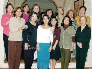 Carolina de la Garza Betancourt disfrutó de una fiesta de despedida en días pasados junto a familiares y amigas.