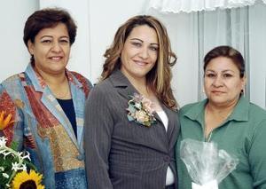 María Lourdes Muñoz y María Magdalena Cuéllar le ofrecieron una despedida de soltera a Guadalupe Cuéllar.