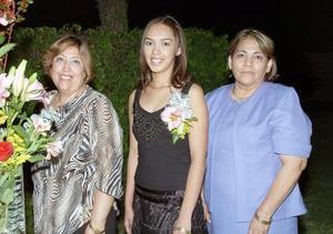 <b>24 de noviembre 2005</b><p> Perla Azucena ValdezRamírez contraerá matrimonio en breve y por ello, le ofrecieron una despedida de soltera.