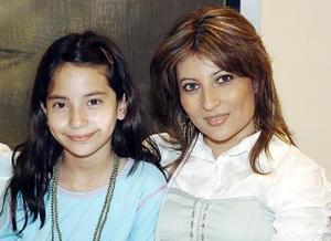 Elsa Pérez y Mariana Lam.