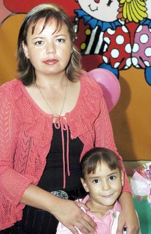 <b>25 de noviembre</b><p>  La pequeña Mónica Alejandra Zúñiga Izaguirre captada junto a su mamá Silvia Izaguirre Castro .