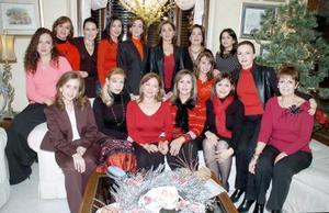 En la residencia de Elsa Díaz un grupo de amigas se reunió para festejar la Navidad.