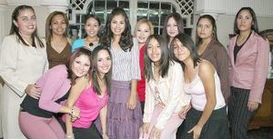 Hazel Verónica Martínez Ruiz disfrutó momentos muy agradables en compañía de sus invitadas a la despedida de soltera que le ofrecieron por su cercano enlace nupcial.