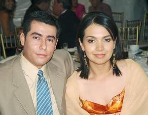 Luis Flores y Sandra Oropeza de Flores.