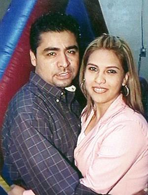 Gabriel Sánchez Chávez y Alejandra Pérez García en reciente festejo social