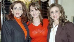 Linda y Katia Zarzar acompañadas de otra dama.