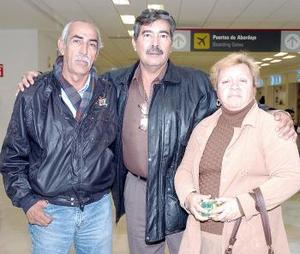 Juan Medina, Jorge Salmón y Sanjuana Díaz, viajaron a Tijuana.