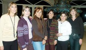 Charito Siller disfrutó de un agradable festejo con motivo de su cumpleaños, acompañada por sus amigas Lorena De Nigris, Cecilia González, Pilar Llavanova, Marisa Núñez y Estela Gaitán.