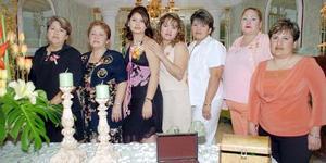 <b>26 de noviembre 2005</b><p> Patricia Barajas González acompañada por un grupo de invitadas, a la despedida de soltera que le ofrecieron por su próxima boda con Adrián Medina Ogaz.