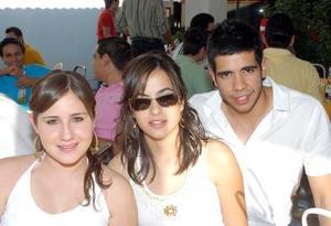 Pilar González, Priscila Zambrano y Alberto Galván.
