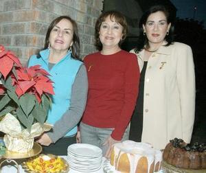Alejandra de Macouzet, Alma de Garza y Lula de Murra, anfitrionas de esta sesión de trabajo.