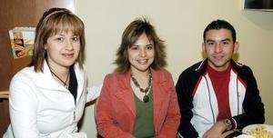 Érika Roth, Maru Sánchez y Jesús Sánchez.