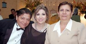 Jorge, Paty Venegas y Marianela Yaber.