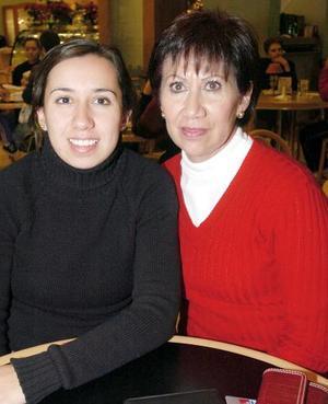 Lucía Martínez y Lilia Valdepeñas.