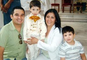 Con motivo de sus tres años de vida Dylan Maltos Ibarra disfrutó de una alegre fiesta en compañía de sus padres y hermano