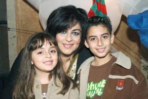Hugo Alexi Nuñez Ruiz festejó sus diez años de vida, lo acompañan su mamá Alejandra Ruiz y su hermanita Alexa.