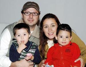 Jorge Segura, Solvia de Segura, Diego Segura y Berny Flores.