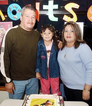 Patricia Monserrat Rosales Ramírez cumplió suete alis de vuda  y sus papás José Cruz y Patricia Jiménez le organizaron una divertida fiesta