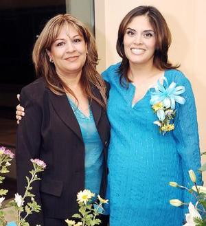 Brenda de  Aguado disfrutó de una reunión de canastilla en honor del bebé que espera.