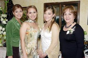 Iztaccíhuatl Sánchez acompañada por Citlali Sánchez, Carolina Martínez y Cecilia Luna.