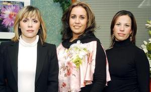 Elisa Castillo Mendoza y Silvia Carrete de Murra, le organizaron una despedida de soltera a Virginia Castillo Mendoza.