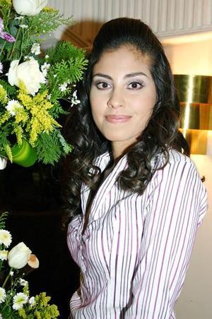 <b>27 de noviembre 2005</b><p>  Por su cercano enlace matrimonial Hazel Verónica Martínez Ruiz fue despedida de su vida de soltera