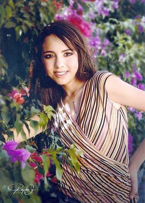 Srita. Ingrid Mizar Esparza Mancisidor en una fotografía de estudio con motivo de sus quince años de vida.