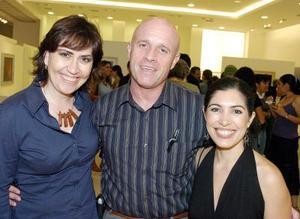 Dulce Pereda, Claudio Sánchez y Ana Sofía García Camil..