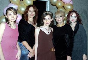 Ingrid acompañada por Ámbar Mancisidor, Gloria y Hatziri Mancisidor