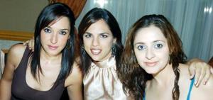 <b>27  noviembre 2005</b><p> Raquel Lavín, Rina Gilio y Alina Yein..