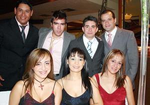 Graciela Villalobos, Faby Escalante, Vane Delgadillo, David Villalobos, Ricardo Reynoso, Ricardo Sánchez y Dante Elizalde.