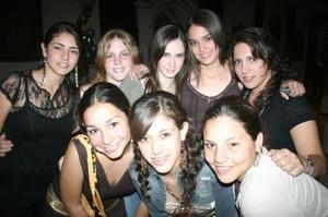 Mariana Flores, Isabel Negrete, Marcela Rodríguez, Mariel Balandrano, Paulina García, Anacrís Mendoza, Daniela Dïaz y Laura Garrido.