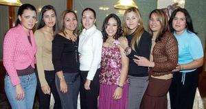 Ana Gabriela Lomelí Ríos contraerá matrimonio en breve, y por ello un grupo de amigas y familiares, la despidieron de su soltería.