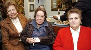 Estela Varela de Casas, Dolores Casas de Sambrano y Amparo Zamorano de Escoruela.