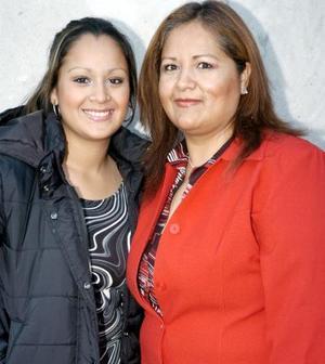 Luzma Valles Cepeda y María Luisa Cepeda en un agradable festejo.