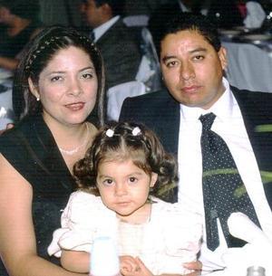 Sergio Vázquez Moreno y Guadalupe Romo con su hija Lupita Vázquez Romo.