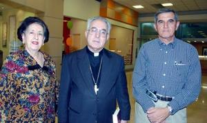 Ana María de Zarzar, Jospe Guadalupe Galván Galindo y Eduardo Murra.