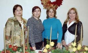 Lupita Robles, Marú de Kort, Lula de Álvarez, anfitrionas de reunión acompañada por Juana C.