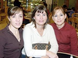<b>27  de noviembre 2005</b><p> Vivis García, Pilar y Maribel Ortueta
