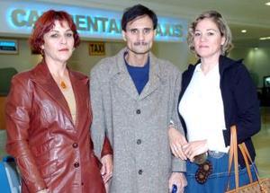 <b>27 de noviembre 2005</b><p> Pilar, Juan Manuel y Rosa Mar÷ia Espinoza, viajaron a Villahermosa, Tabasco.