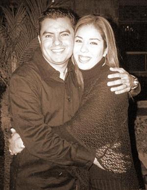 C.P. Héctor Becerra Flores y Lic. Marucarmen de Becerra celebraron  su primer aniversario de bodas.