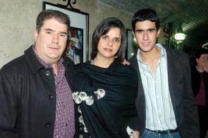 Cristina Giacomán, Iñaki Belausteguigoitia y su hijo Iñaki.