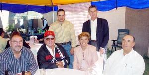 Pepe Lavín, Luis Lavín, Ernesto Olagaray, Malena y Memo Torres y Benjamín Lavín.