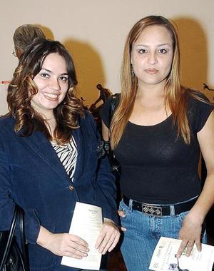 <b>28  de noviembre 2005</b><p> Vanesa de la Cerda y Araceli García.