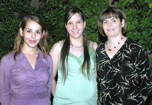 <b>29 de noviembre 2005</b><p> Mariana Delgado de Robles disfrutó de una linda fiesta de canastilla organizada por su suegra, la Sra. Yolanda Heimpel de Robles y su cuñada, Claudia Robles de Garza.