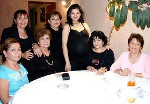 Amada Márquez, Mercedes Colomer, Carmen Castañeda, Nena Castañeda, Latife Ale,Rosy Ale, Carmen Soto y Milagros Vázquez