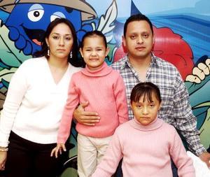 Ilse Valeria Jiménez Carreón celebró su cumpleaños con una divertida fiesta que le organizaron sus papás y su hermanita